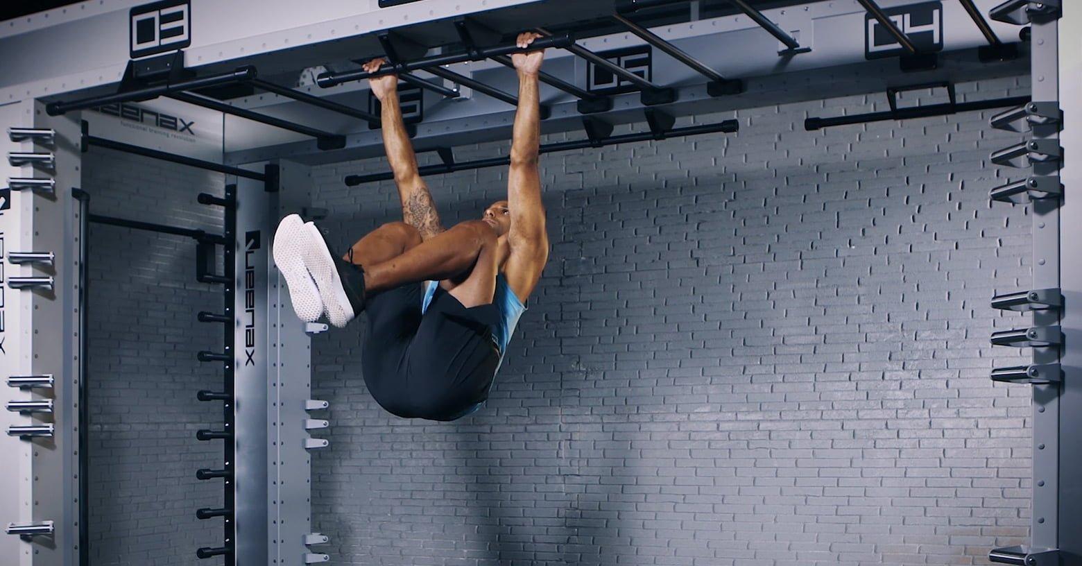 hanging knee lift - Hängende Kniehebung - Relevé de genoux suspendu - EVO Fitness