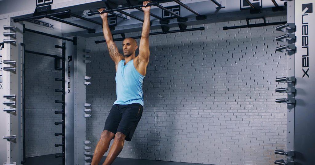 bar hang - suspendu sur barre - EVO Fitness