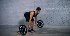 Kreuzheben mit der Langhantel ist eine umfassende Übung für die Kraft und Stabilität des ganzen Körpers