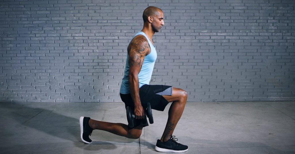 dumbbell lunge - Kurzhantel-Ausfallschritt - Fentes avec haltères - EVO Fitness