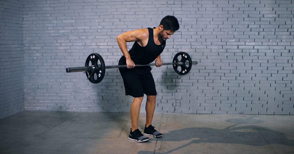barbell deadlift row - deadlift haltère rameur - Barbell Deadlift Row - EVO Fitness