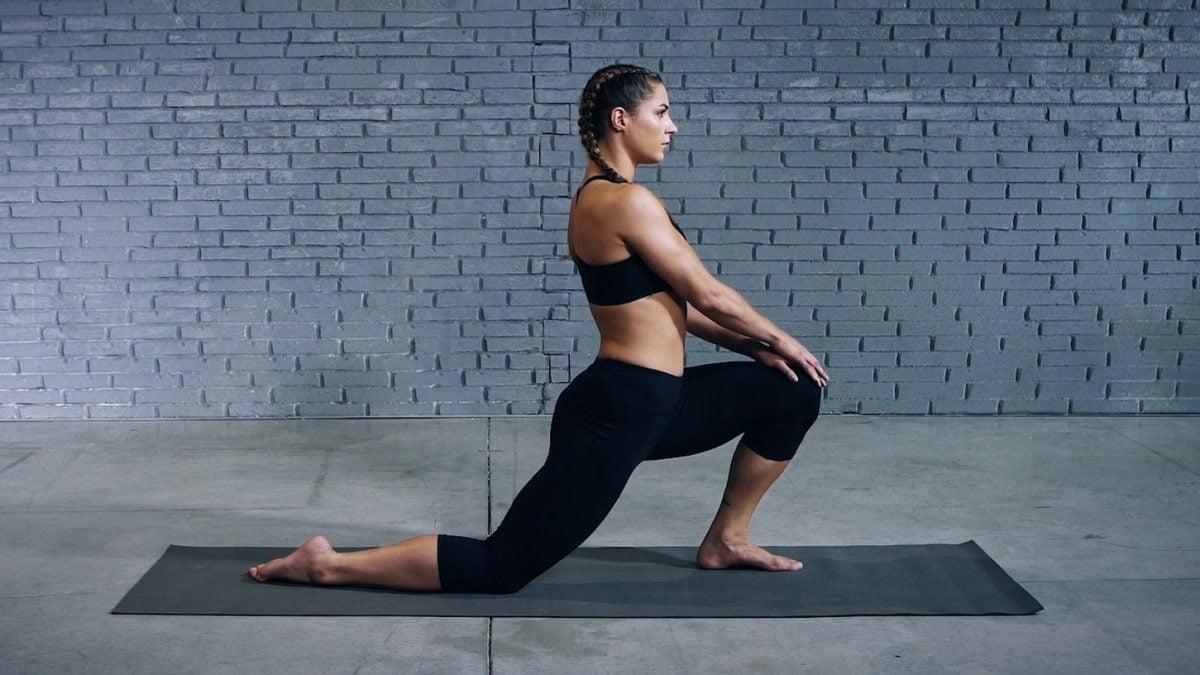 Tutorial: How to Perform the Kneeling Hip Flexor Stretch | EVO Fitness