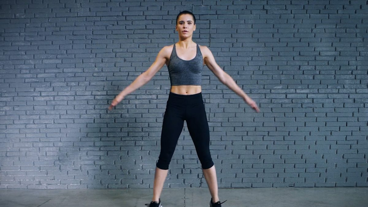 Tutorial: how to perform the classic jumping jacks | EVO Fitness