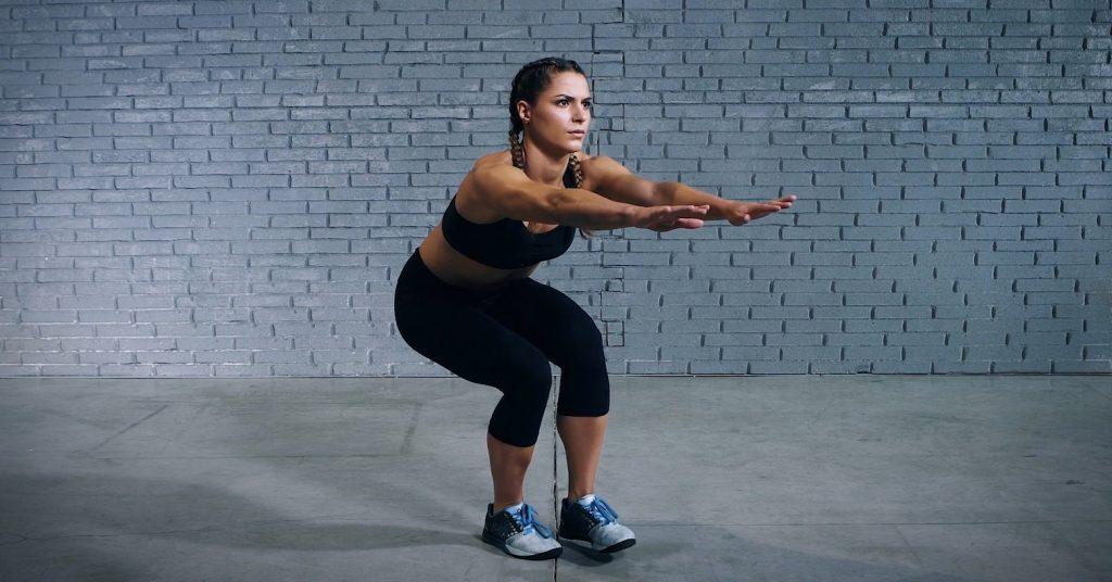 single-leg squat - squat sur une jambe - Einbeinige Kniebeuge - Evo Fitness